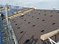 個人住宅屋根の上へ設置